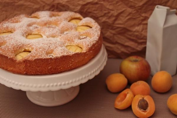 Fluffig, fruchtig und absolut lecker: Apfel-Aprikosen-Kuchen