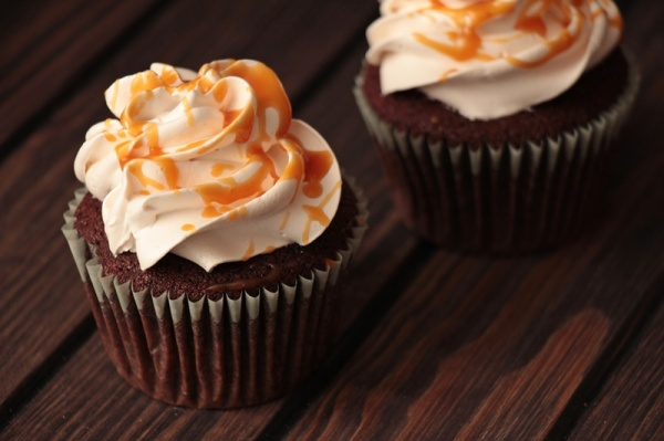 Schoko-Buttermilch-Cupcakes-mit-Earl-Grey-und-Salzkaramell-2