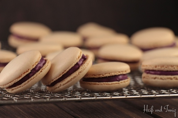 Blaubeer-Macarons-2_Sign