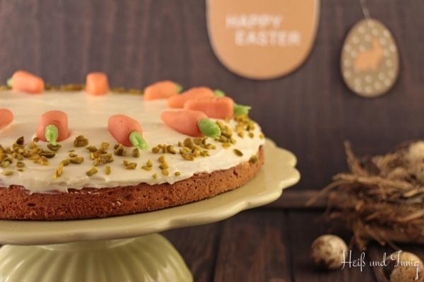Zu Ostern: Möhren-Walnuss-Kuchen mit Zimtblüte
