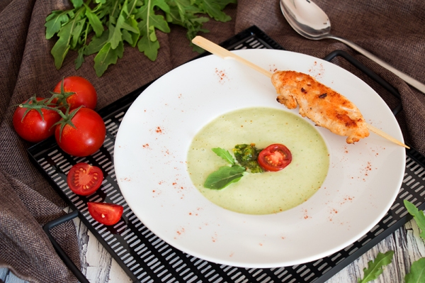 Avocado-Buttermilch-Suppe