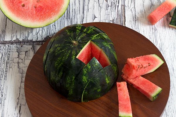 Schnitttechnik zum Melonen schneiden
